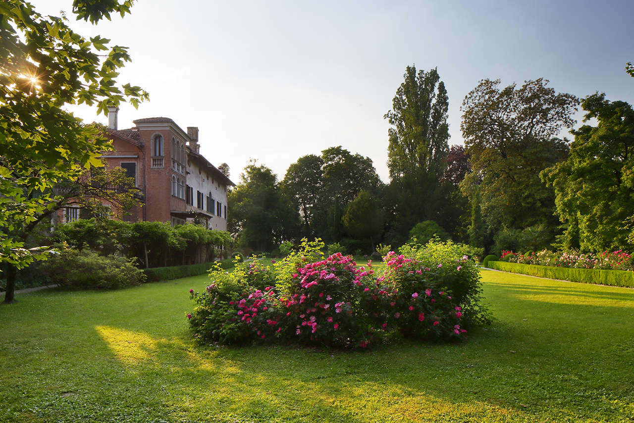 Alla scoperta del giardino del castello delle rose di cordovado